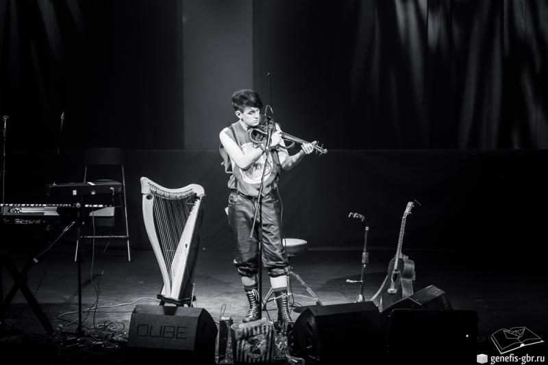 31 фото к материалу A Night of Winter with Patrick Wolf