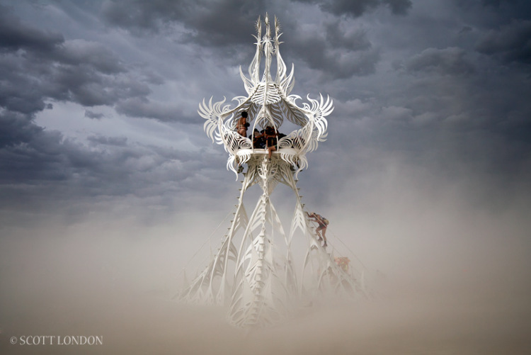 2 фото к материалу Колыбель Мира на фестивале Burning Man 2013