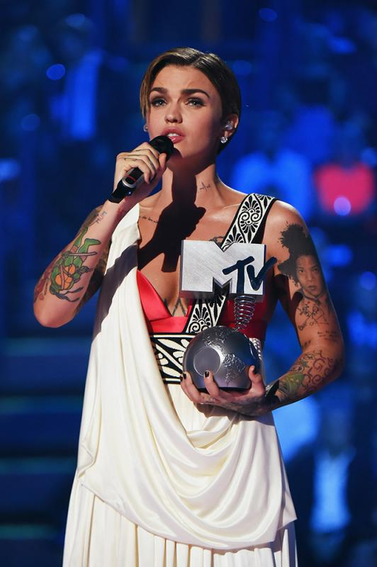 22 фото к материалу MTV Europe Music Awards 2015