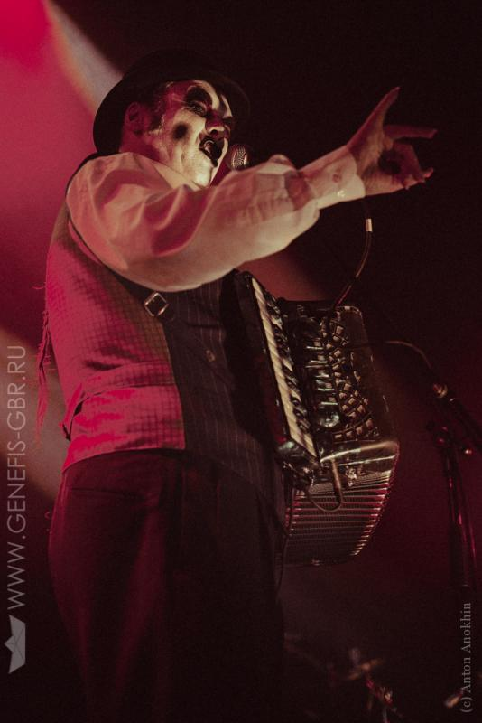 12 фото к материалу The Tiger Lillies в Космонавте