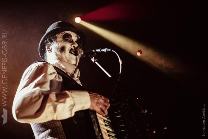 13 фото к материалу The Tiger Lillies в Космонавте