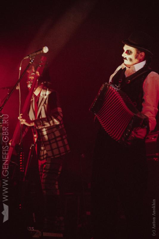 2 фото к материалу The Tiger Lillies в Космонавте